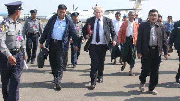 """Rohingyas: Boris Johnson en Birmanie pour """"une enquête indépendante"""""""