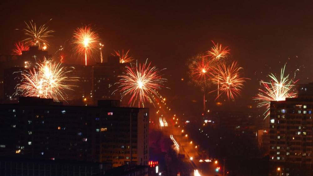 the chinese fireworks industry Clarification of question by biscuite-ga on 03 apr 2004 18:08 pst what is the mjor problem that the chinese fireworks industry face and ways to solve it.