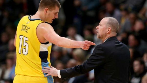 NBA: Jokic porte Denver avec un nouveau record, les Lakers s'effondrent sur la fin
