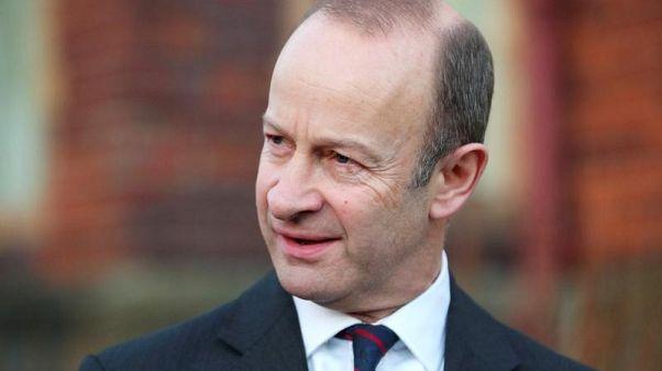 حزب استقلال المملكة المتحدة يصوت لصالح إقالة زعيمه هنري بولتون