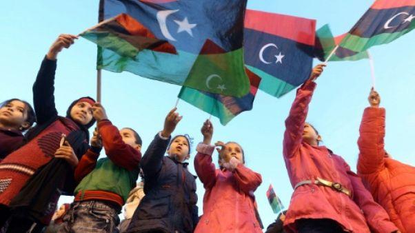 """Des milliers de Libyens célèbrent l'anniversaire de """"leur"""" révolution"""
