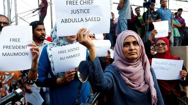 شرطة المالديف تعتقل 25 شخصا بعد احتجاج يطالب باعتقال الرئيس