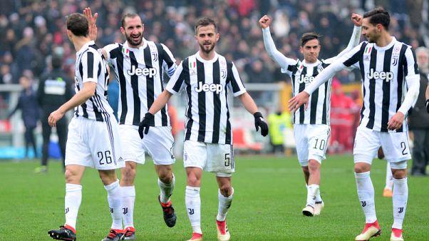 يوفنتوس يهزم تورينو ويتصدر الدوري الإيطالي لكنه يخسر هيجوين