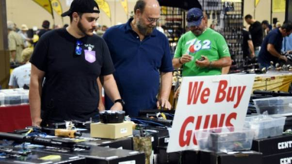 A Miami, les amateurs d'armes défendent leurs droits malgré la fusillade
