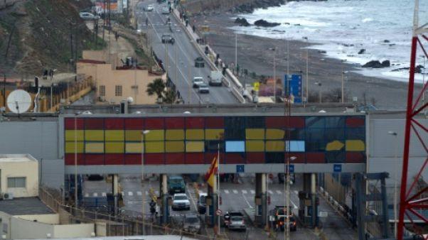 """Migrations Afrique-Europe: le père de """"l'enfant de la valise"""" jugé à Ceuta"""
