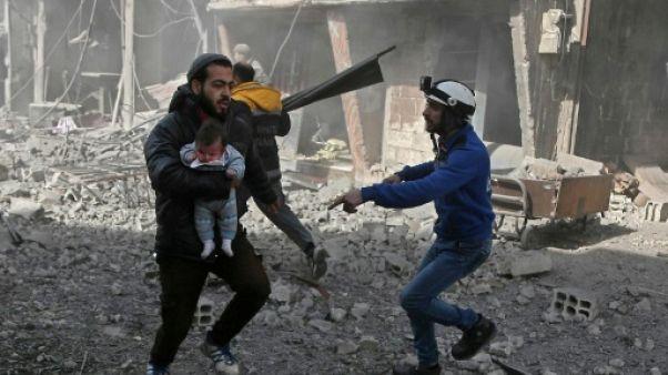 Des Syriens cherchent leurs proches dans les hôpitaux, morts ou vivants