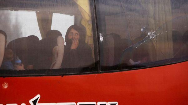 المرصد: وصول مقاتلي المعارضة إلى شمال غرب سوريا بعد خروجهم من دوما