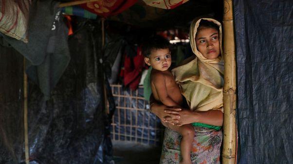 مسؤولون من بنجلادش وميانمار يزورون عالقين من الروهينجا المسلمين على الحدود