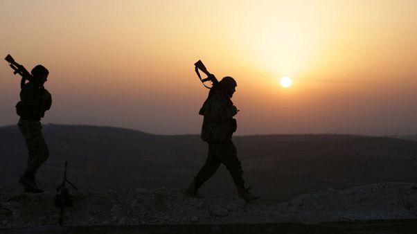 تركيا تتوعد بعواقب وخيمة وقوات موالية للأسد تدخل عفرين