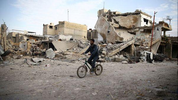 """القنابل تتساقط .. وسكان الغوطة الشرقية """"ينتظرون الموت"""""""