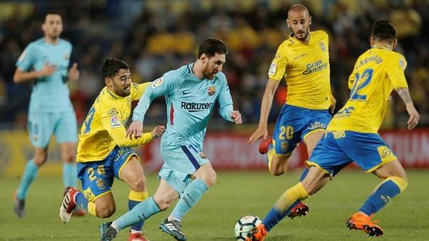 Barca lead by five points after draw at Las Palmas