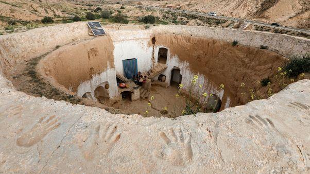 آخر سكان الكهوف يتمسكون ببيوتهم تحت الأرض في تونس