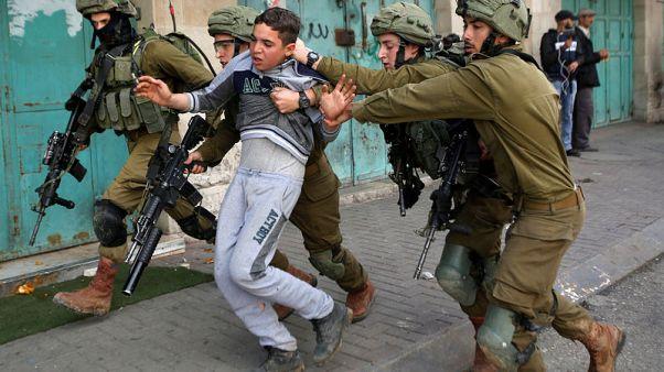 إسرائيل تقول الغاز تسبب في وفاة فلسطيني وطبيب يؤكد مقتله برصاصة