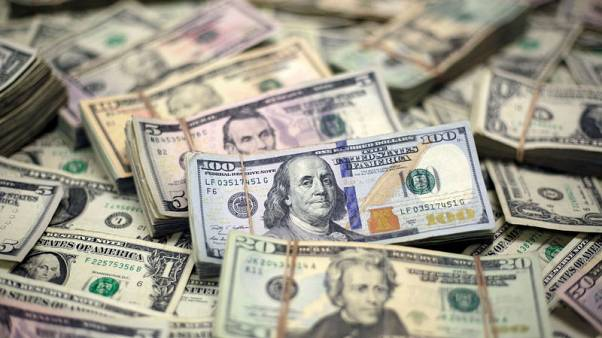الدولار يقفز مواصلا تعافيه من أدنى مستوى في 3 سنوات