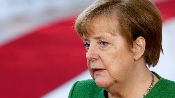 حزب ألماني حليف لميركل يطالب بالالتزام باتفاقات الهجرة
