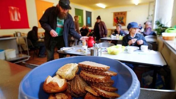 انتقادات لبنك ألماني للطعام رفض تقديم الغذاء للمزيد من المهاجرين