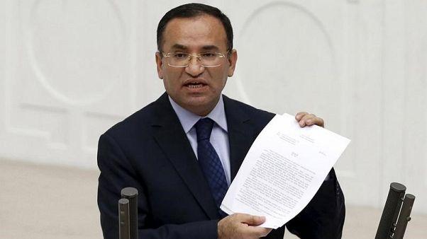 وزيرا خارجية تركيا والتشيك يناقشان تسليم زعيم كردي سوري