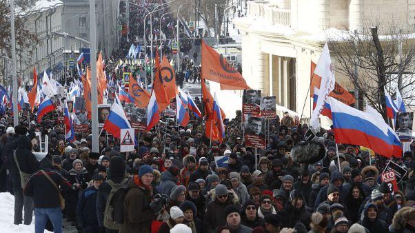 الآلاف يشاركون في مسيرة بموسكو لإحياء ذكرى مقتل زعيم معارض