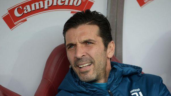 بوفون يقول إنه سيقبل العودة لتشكيلة منتخب إيطاليا