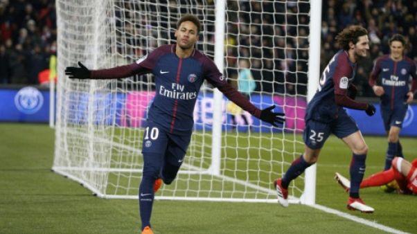 Le feuilleton Neymar à Paris: un record, des larmes et une grosse angoisse