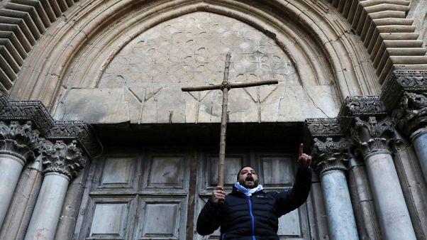 كنيسة القيامة بالقدس تعيد فتح أبوابها بعد احتجاج