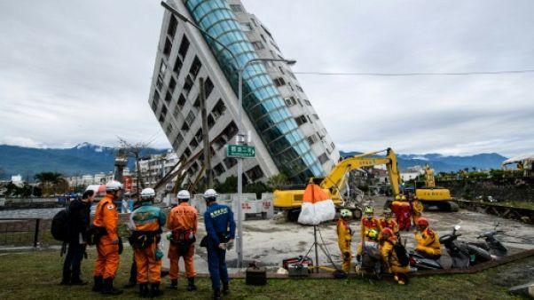 Séisme à Taïwan: arrestation du promoteur d'un immeuble en partie effondré