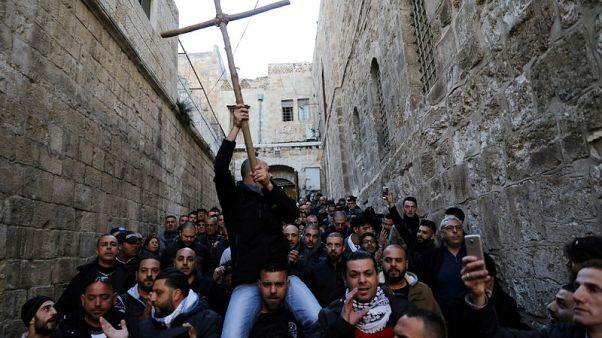 كنيسة القيامة بالقدس تعيد فتح أبوابها بعد غلقها احتجاجا