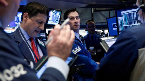 الأسهم الأمريكية تغلق منخفضة في أسوأ شهر لداو جونز وإس آند بي منذ يناير 2016