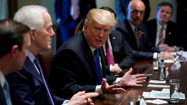 ترامب يطلب من الكونجرس تشريعا شاملا بشأن الأسلحة والمدارس