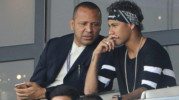 Neymar attendu au Brésil pour son opération, objectif Mondial-2018