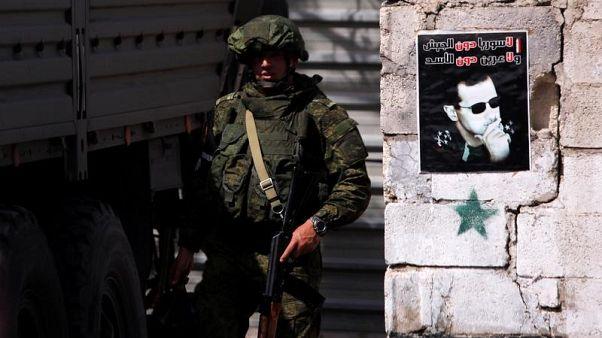 إنترفاكس: روسيا تقول إن متشددين يمنعون مدنيين من مغادرة الغوطة السورية