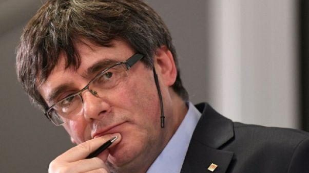 Catalogne: Puigdemont, de la destitution à l'abandon