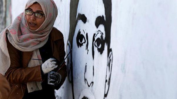 فنانة تشكيلية يمنية تلجأ للجداريات للتذكير بضحايا الحرب