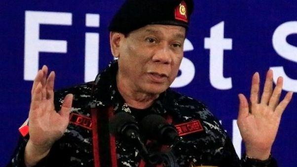 رئيس الفلبين يأمر الشرطة والجيش بعدم التعاون مع أي تحقيق في حربه على المخدرات