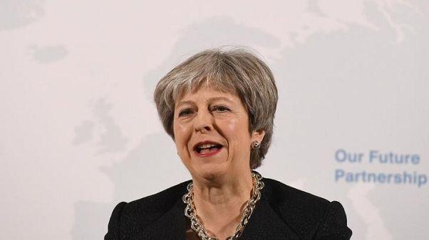 تيريزا ماي تقول بريطانيا قد تدخل في شراكة جمركية مع الاتحاد الأوروبي