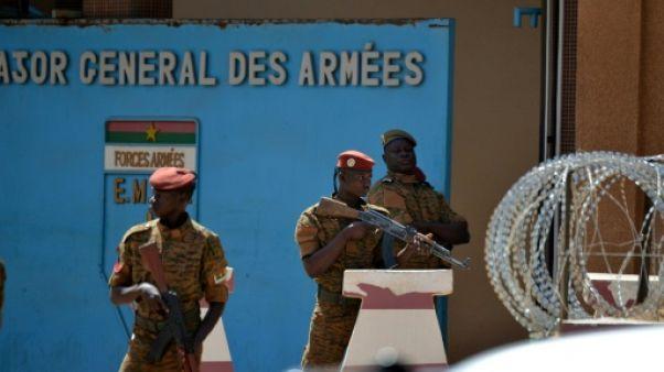 L'état-major des armées dévasté à Ouagadougou, des habitants entre impuissance et colère