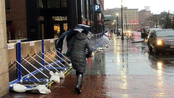 شمال شرق أمريكا ما زال يواجه سيولا وانقطاع التيار بعد عاصفة