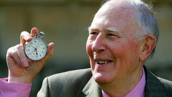 وفاة البريطاني بانيستر أول عداء يكسر حاجز أربع دقائق بسباق الميل عن 88 عاما