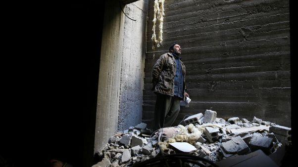 تحقيق-بين أنقاض الغوطة الشرقية.. أب يبحث عن جثة ابنه