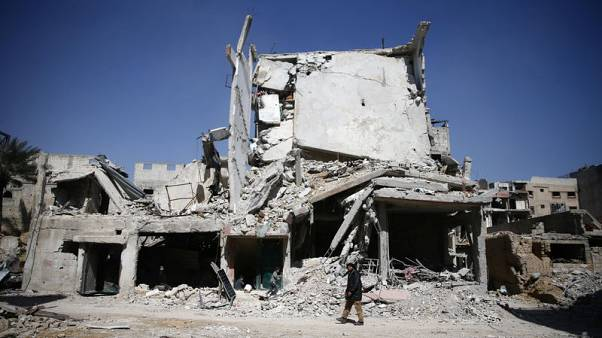 المرصد: الآلاف يفرون من الغوطة مع سيطرة الجيش السوري على ربع مساحتها