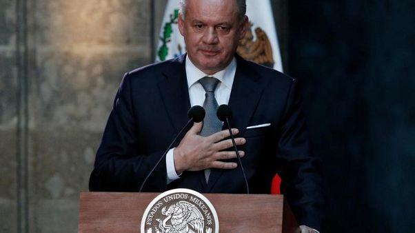 رئيس سلوفاكيا يدعو إلى تعديل في الحكومة عقب مقتل صحفي