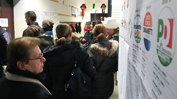 استطلاعات آراء الناخبين في إيطاليا تشير إلى احتمال أن تسفر الانتخابات عن برلمان معلق