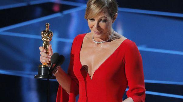 أليسون جاني تفوز بجائزة أوسكار أفضل ممثلة مساعدة