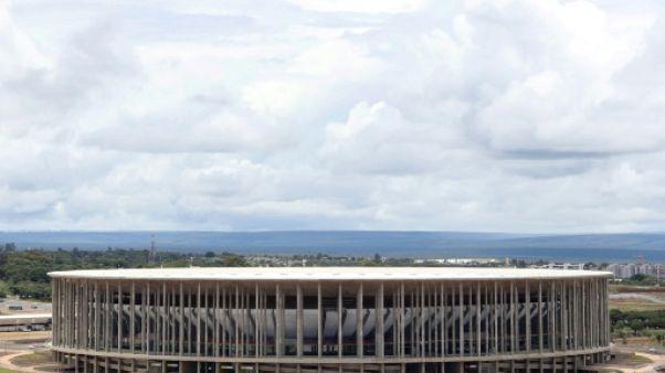 """Quatre ans après le Mondial, le stade de Brasilia, """"un éléphant coloré"""" à l'abandon"""