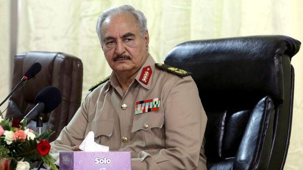 قوات شرق ليبيا تسلم السيطرة على موانئ نفطية إلى المؤسسة الوطنية للنفط التي مقرها شرق البلاد