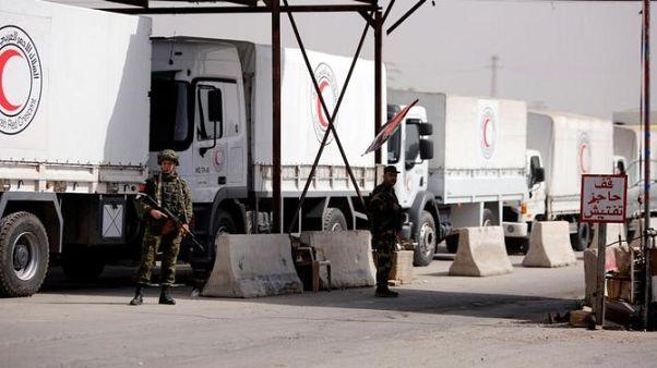 شاحنات إغاثة تدخل الغوطة الشرقية بسوريا ومنع إمدادات طبية