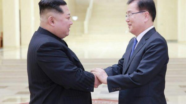 Kim Jong Un et les émissaires du Sud discutent d'un possible sommet intercoréen
