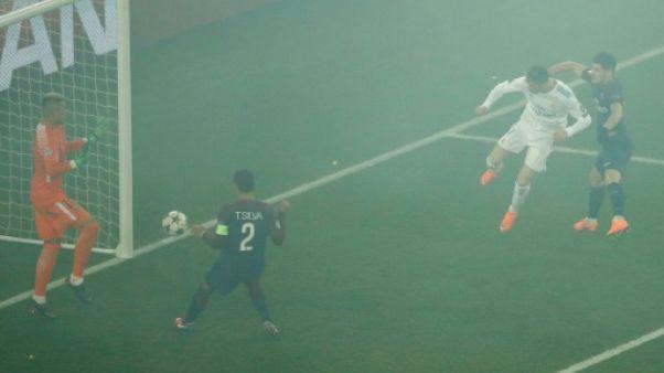 Ligue des champions: fumigènes en masse, le PSG risque des sanctions