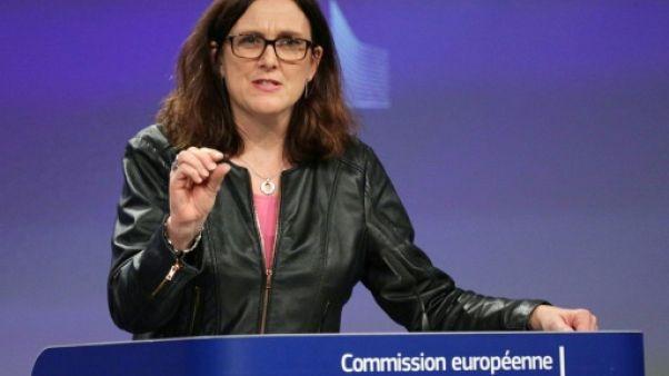 Commerce: l'UE menace de taxer le beurre de cacahuète, le jus d'orange et le bourbon américains