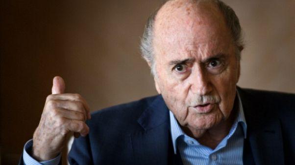 """Fifa: Blatter veut une """"cassation"""" de sa suspension, soutient le Maroc et un retour de Platini"""
